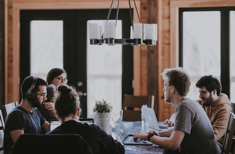 Umfeld aus Gleichgesinnten im Coworking Space
